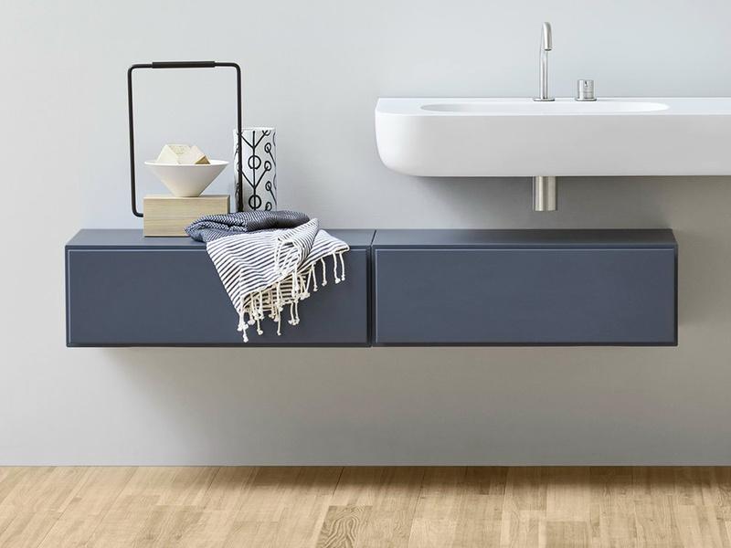 Per il tuo bagno piccolo in stile moderno scegli il blu