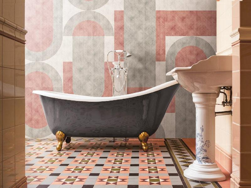 Arredare un bagno piccolo in stile moderno con carta da parati