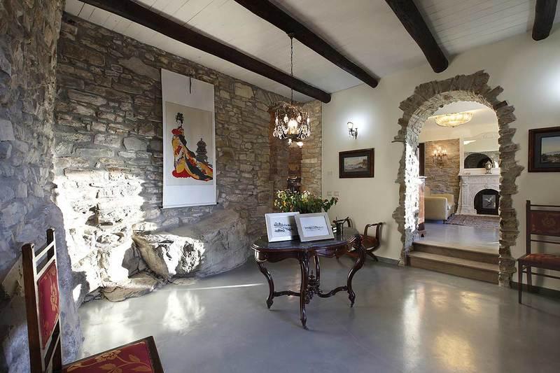 Interni case rustiche e moderne case in pietra e legno for Design interni case piccole